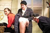V pátek měly premiéru v nymburském Hálkově divadle Ostře sledované vlaky