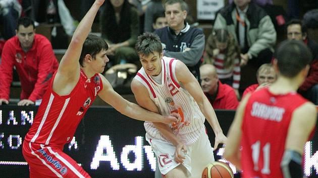 Nymburk potřetí v sezoně porazil Pardubice (76:58).