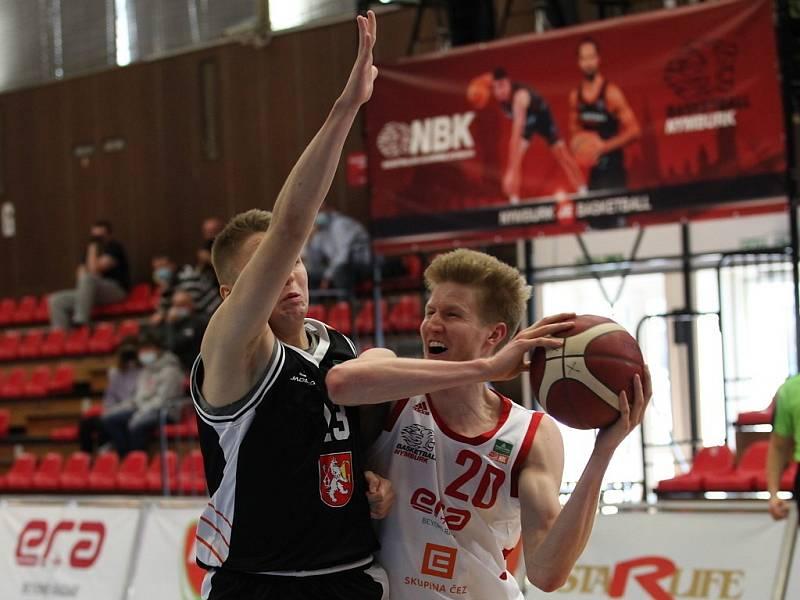 Z basketbalového utkání Final 8 Českého poháru Nymburk - Hradec Králové (103:64)