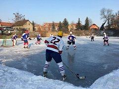 Winter Classic po vzoru NHL sehráli hokejisté Poděbrad a Pátku