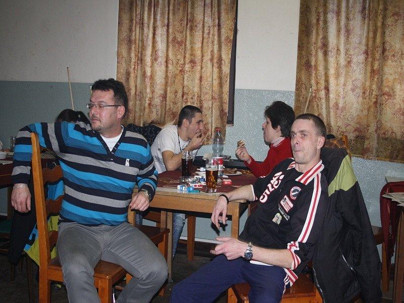 Dymokurská koule v rodinné atmosféře v sokolovně v Činěvsi.