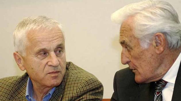 Josef Mašín (vlevo) a Milan Paumer. Dva bojovníci proti komunismu z Poděbrad, kteří se režimu postavili se zbraní v ruce. Jejich postoje ocenil premiér Topolánek. Ocení je i poděbradská radnice?