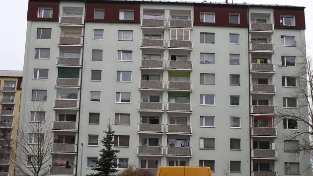 Jeden z lyských domů v Milovicích, ve kterém bydlí nepřizpůsobiví nájemníci.