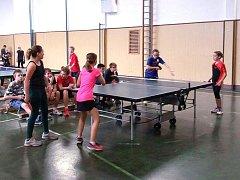 Žáci a žákyně škol bojovali na turnaji ve stolním tenise.