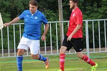 TRENÉR FABIO LEGGERI musel v okresním derby krajského přeboru na půdě Ostré (3:0) odehrát celé utkání