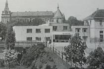 Skladiště velkoobchodu Karla Nováka v Nymburce, krámek byl v podloubí na náměstí. Píše se rok 1930.