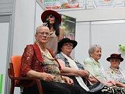 Pět dam, seniorek z Domova na zámku, se zúčastnilo soutěže o titul Miss staré koleno.