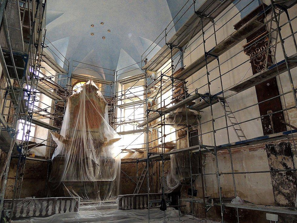 Rekonstrukce interiéru kaple sv. Jana Nepomuckého v Nymburce.