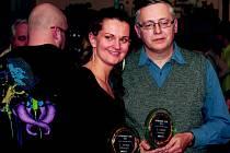 Jana Heryánová Ryklová (Zpěvačka roku) a Tomáš Pergel (Skupina roku, Hlahol) při slavnostním večeru Nymburský Otík 2011