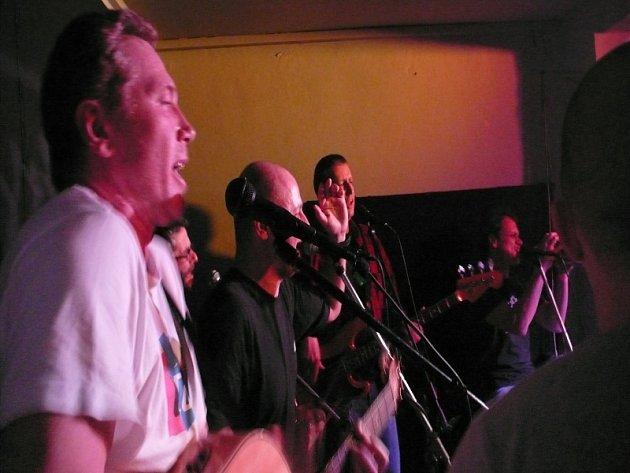 Děda Mládek Illegal Band v kavárně U Strejčka