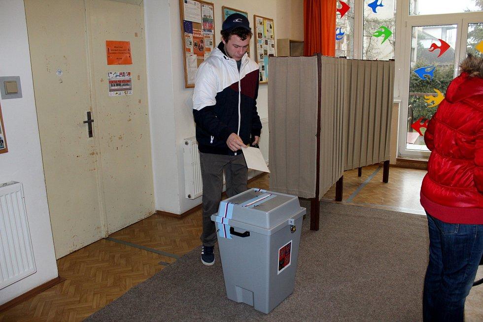 Na Zálabí se volilo ve skautské vile Tortuga.