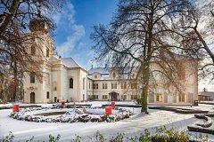 Loučeňský zámek s největším adventním věncem u nás.