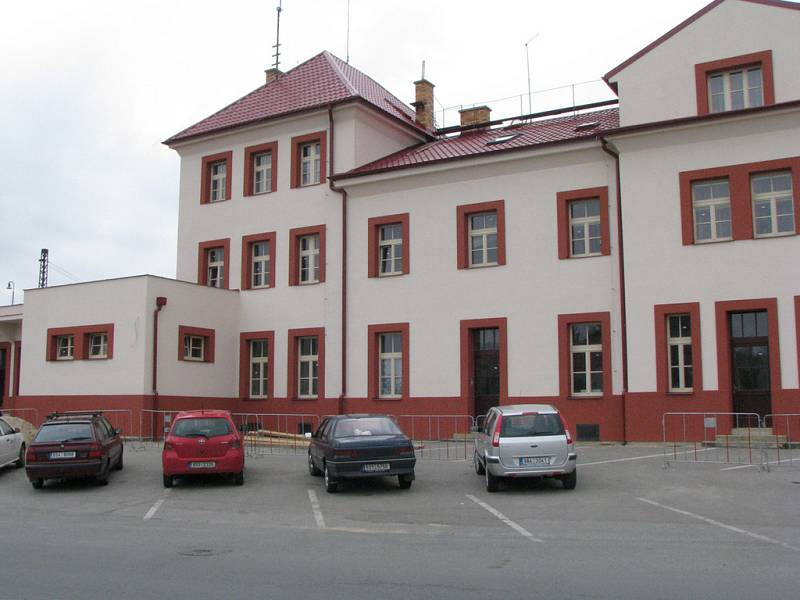Rekonstrukce čelákovického nádraží má být dokončena na přelomu června a července.