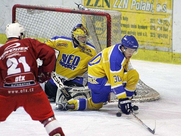 Z hokejového utkání Nymburk - Žďár nad Sázavou 5:6.
