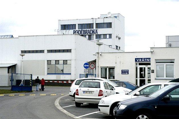 Areál firmy Poděbradka, z nějž mělo být na konci roku 2005 nelegálně vyvezeno okolo 50 palet s pitím. Desítka mužů, která se na akci podílela, by si měla vyslechnout rozsudek 21. května.