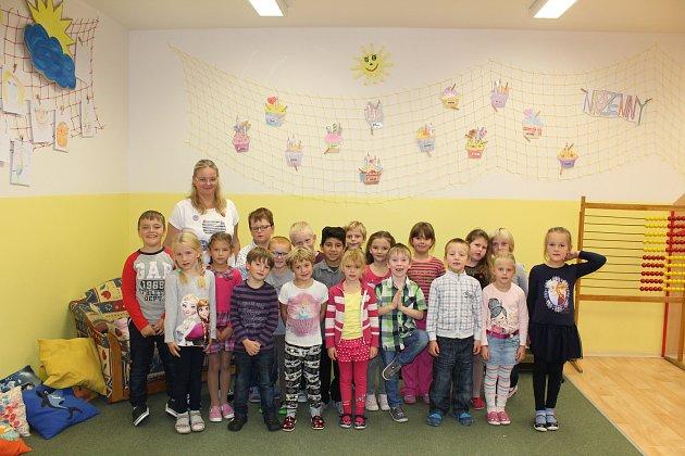 1. třída Základní škola Dymokury. Třídní učitelka Marcela Kinská