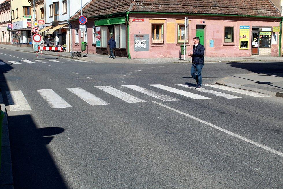 Uzavření na příjezdu od Hradce Králové u restaurace Soudek.