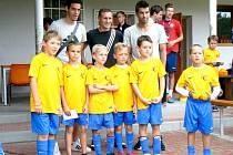 Milan Baroš mezi malými fotbalisty v Ostré