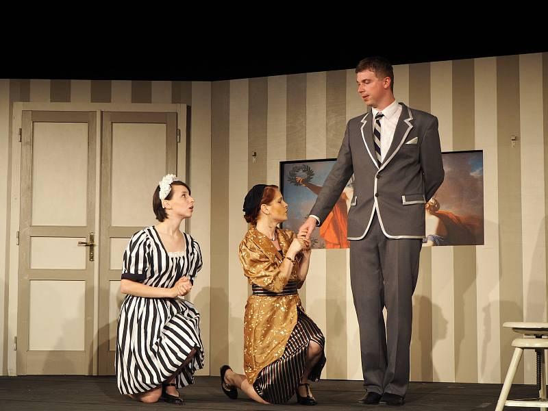 Divadelní spolek Vojan Libice nad Cidlinou uvedl komedii Miroslava Horníčka Slaměný klobouk.