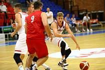 Z přípravného basketbalového utkání Nymburk - Pardubice (76:64)