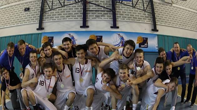 MISTŘI REPUBLIKY. Basketbaloví kadeti Nymburka se stali ve své kategorii republikovými šampiony