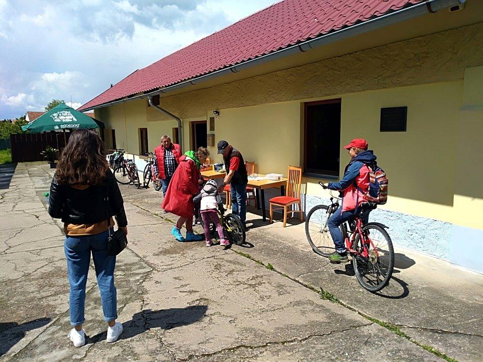 V Dobšicích se sešli chodci a cyklisté.