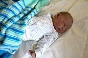 CYRUS JE Z BOBNIC. Přesně 15. listopadu 2017 v 7.33 se rodičům Petře a Václavovi narodil Cyrus Šimonek. Měřil 51 cm a vážil 3 990 g. Doma v Bobnicích se na něj těšila tříletá sestra Anička.