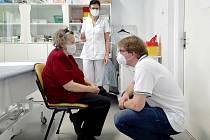 Královéměstecká nemocnice a očkování seniorů starších 80 let.
