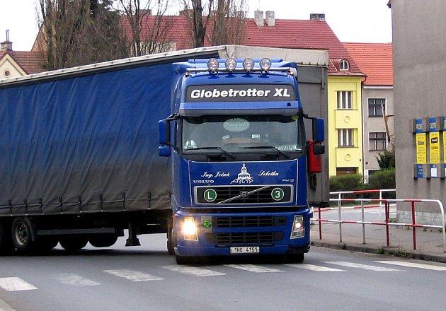 Centrum města je samý kamion.