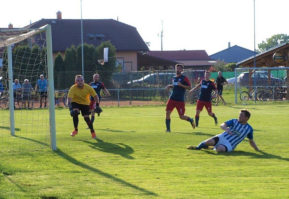 Z přípravného fotbalového utkání Městec Králové - Lovčice (3:2)