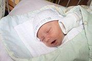 TOMÁŠ BYL PŘEKVAPENÍ. Tomáš Galla se narodil mamince Evě a tátovi Tomášovi z Peček 5. října 2013 ve 12.50 hodin. Vážil 2 990 g a měřil 48 cm.  Rodiče se prvním klukem nechali překvapit.