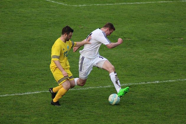 Z fotbalového utkání krajského přeboru Semice - Vykáň (4:3)