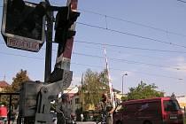 Železniční přejezd u skláren bude zároveň s přejezdem u Jiskry uzavřen kvůli odhlučńování tratě od 30. září do 10. října.