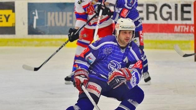 Z hokejového derby druhé hokejové ligy Kolín - Nymburk (4:2)