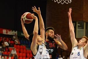 Z přípravného basketbalového utkání Nymburk - USK Praha (93:69)