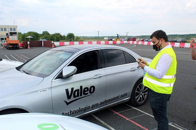 Firma Valeo testuje na milovickém letišti technologie budoucnosti.