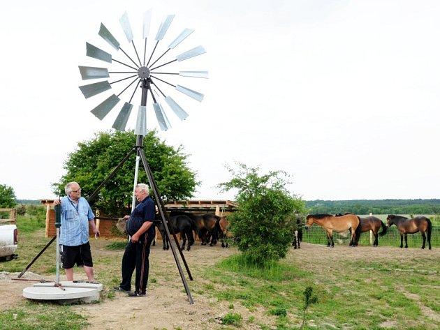 Větrné čerpadlo, které získalo ekologického Oscara.