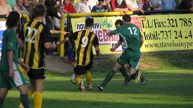 Z fotbalového derby Litol - Semice 4:2.