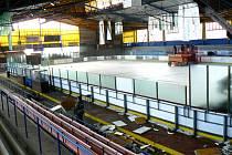Na zimním stadionu v Nymburce opravují střechu