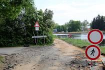 Kvůli opravě povrchu je uzavřena část labské cyklostezky v Poděbradech. Ilustrační foto.