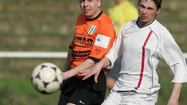 Z fotbalového derby Poděbrady - Rožďalovice 2:0.