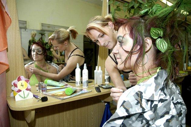 Mladé kadeřnice dělaly zajímavé účesy.