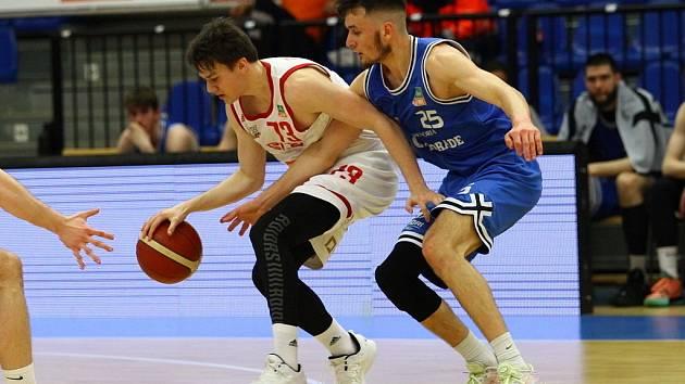 Z basketbalového utkání Kooperativa NBL Nymburk - USK Praha (116:54)