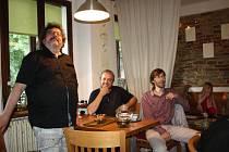 Vernisáž obrázků Jana Vaculíka v poděbradské čajovně