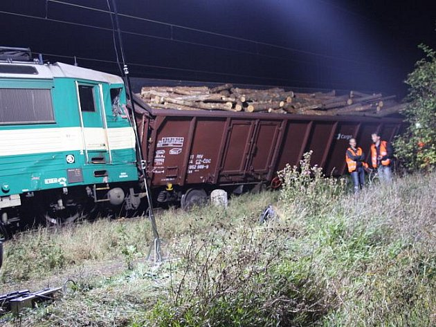Srážka nákladních vlaků v Nymburce