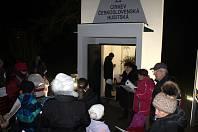 Česko zpívá koledy u zvoničky Církve československé husitské v Kostelní Lhotě.