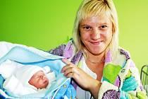 JIŘÍK JE Z BŘÍSTVÍ. Jiří Svoboda se narodil 28. května ve 23.20. Měřil 47 centimetrů a vážil 2 630 gramů. Domů do Bříství si jej odvezla usměvavá maminka Jana a tatínek Jiří.