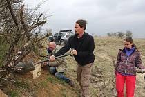 Ornitologové připravili v milovické rezervaci speciální budky pro ohrožené dudky.