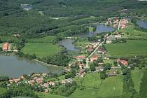 Chotěšice, vesnička středisková uprostřed přírody