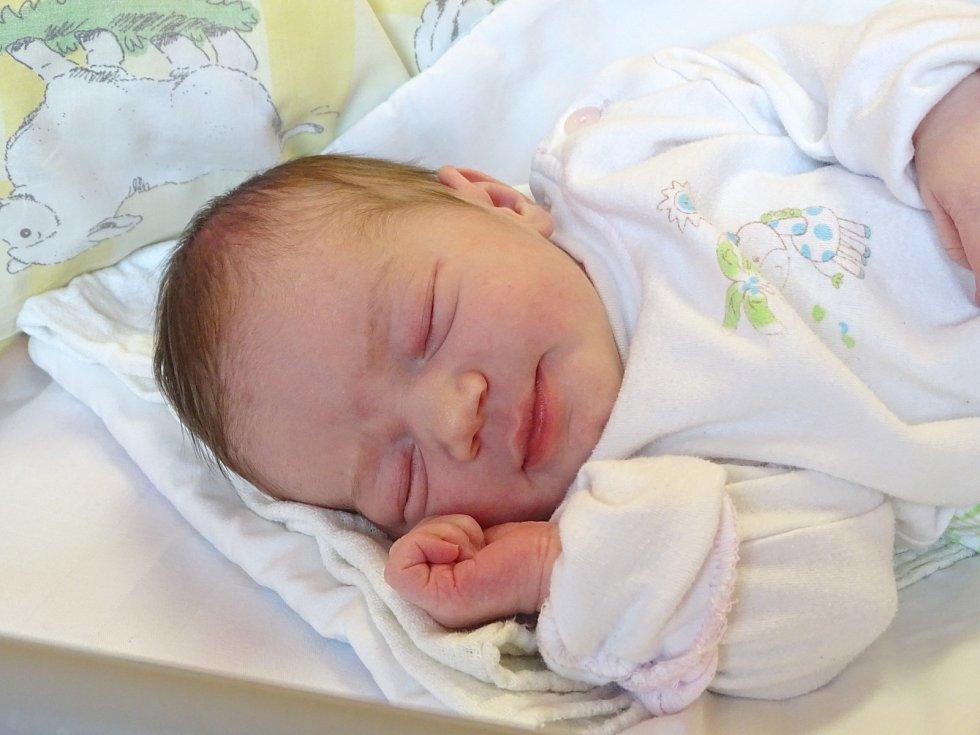 ALBÍNA LAHODOVÁ se narodila 5. března 2018 ve 13.04 hodin s délkou 50 cm a váhou 3 350 g. Holčička byla pro rodiče Slavomíra a Anetu i sourozence Andělku (6) a Matěje (12) z Kolína překvapení.